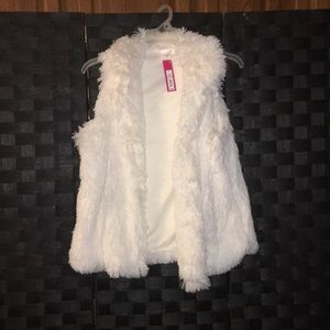 Cute Xhilatation Cream Faux Fur Vest Small NWT🎽